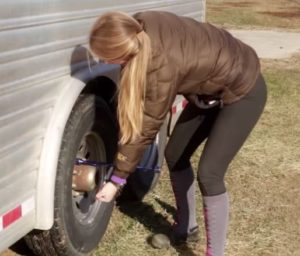 horse people can change tires
